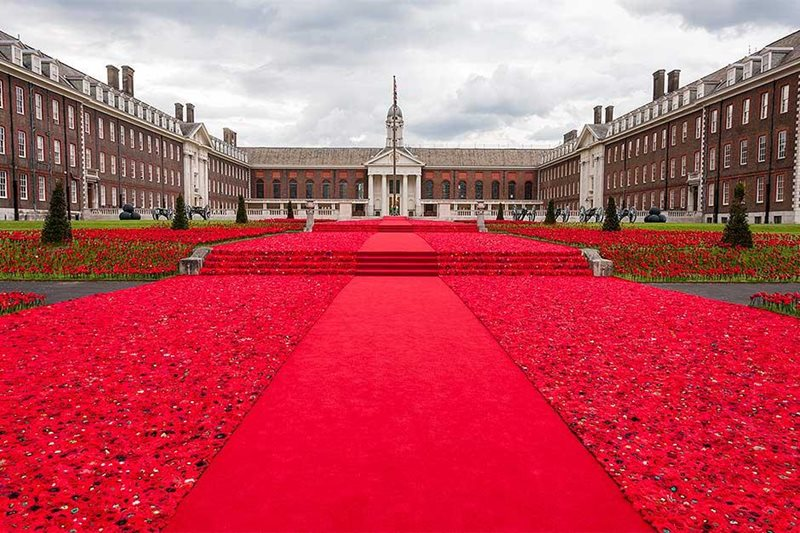 the poppy tribute in from of the Royal Hospital